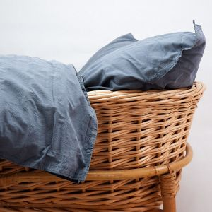 AB Småland Spjälsäng Påslakanset Dusty Blue – Ekologiska sängkläder
