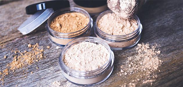 Bild på tre burkar med mineralsmink.